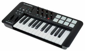 M-AUDIO Oxygen 25 (4th gen) Keyboard controller MIDI USB con funzionalità avanzate.